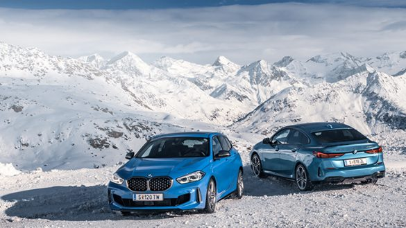 BMW 1er und BMW 2er Gran Coupé in Schneelandschaft